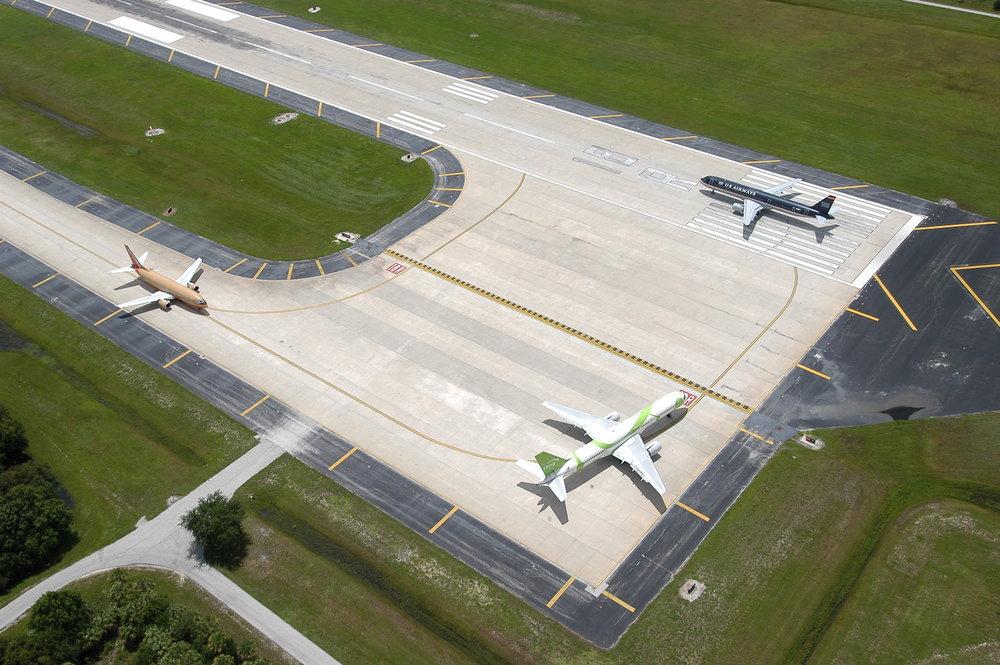 TIA Airplanes 2 8-3-04.JPG