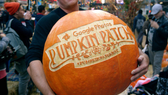 Google Photos</br><em>Pumpkin Patch</em>|branded