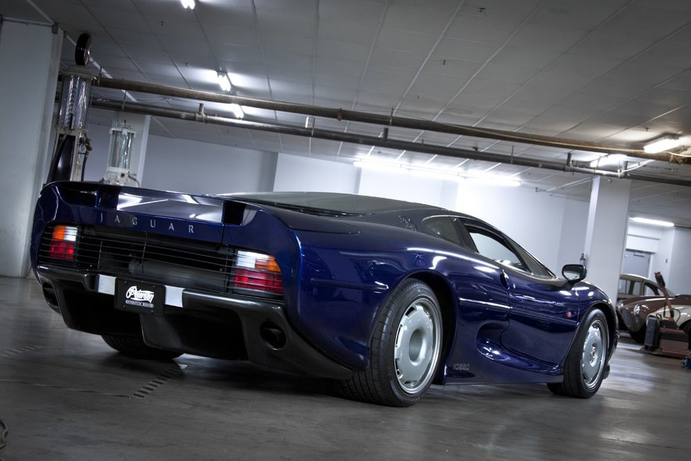 1992 Jaguar XJ220 2.jpg