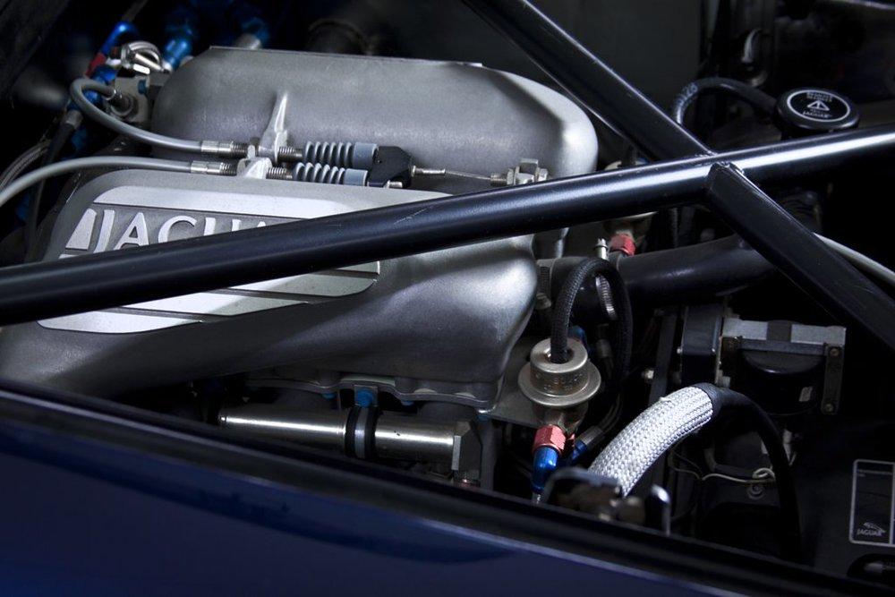 1992 Jaguar XJ220 3.jpg