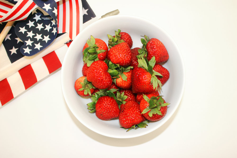 1. Wash and dry strawberries