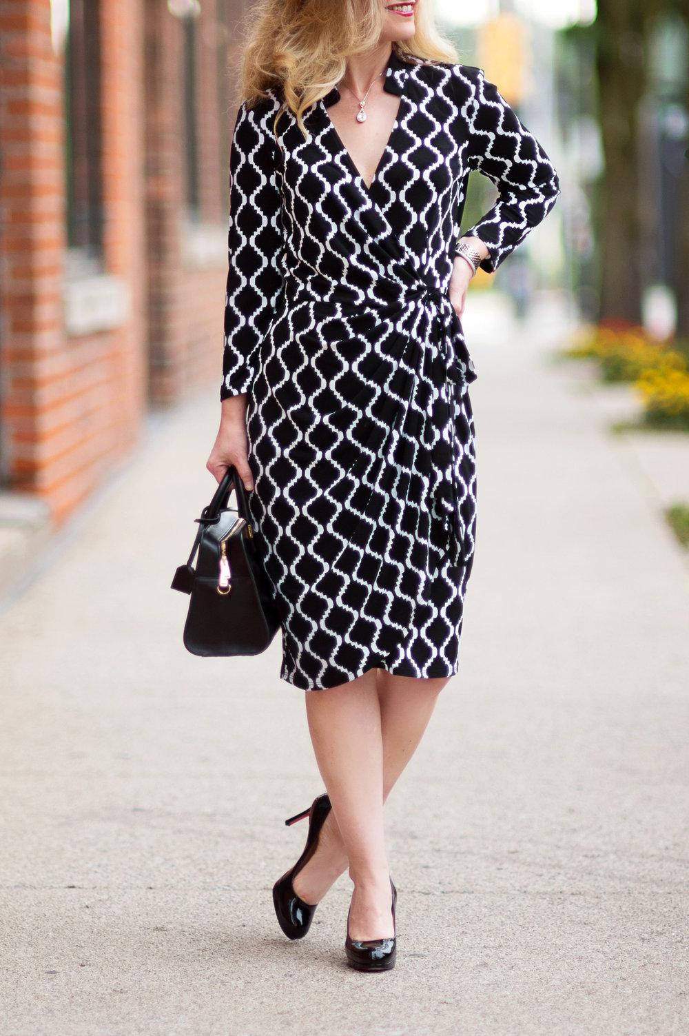 Petite-Fashion-and-Style-Blog---Maggy-London-Philomena-Dress-2.jpg