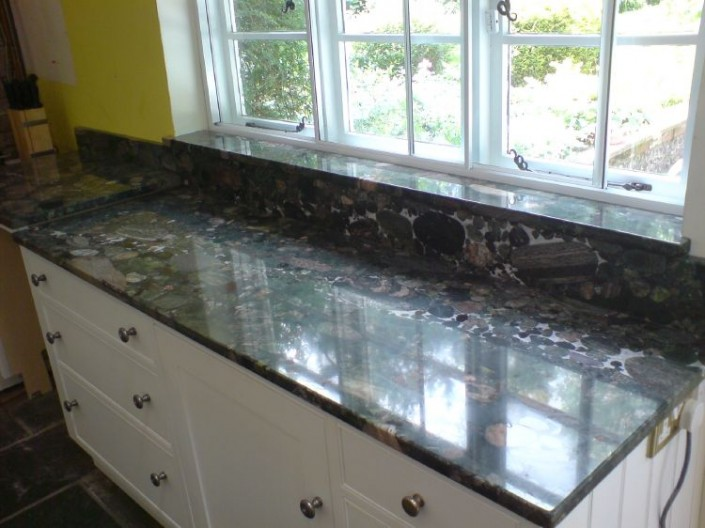 Verda-Marinace-Granite1-705x528.jpg