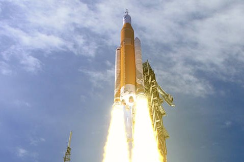 sls-70mt-dac3-orange-launch-uhr2.jpg