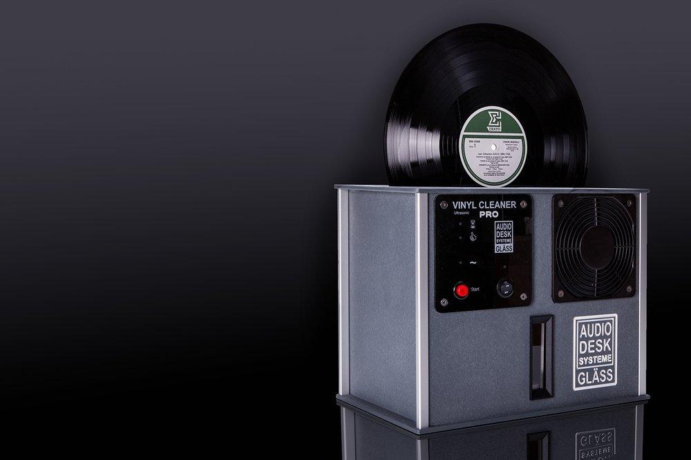 ČISTENIE VINYLOV - Príďte si vyprať svoje obľúbené LP na najlepšej práčke na trhu.