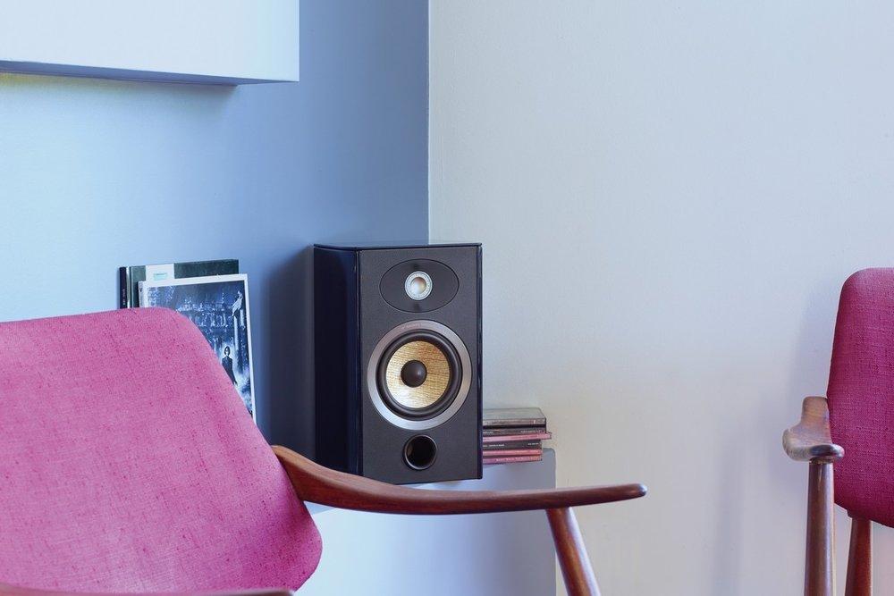 FOCAL ARIA 906 - Regálové reproduktory s ľanovou membránou a hliníkovo-horčíkovým výškačom sú podmanivé, neutrálne a muzikálne. Vo svojej triede neprekonateľné regálovky.