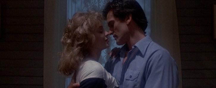 Linda (Denise Bixler) and Ash (Bruce Campbell