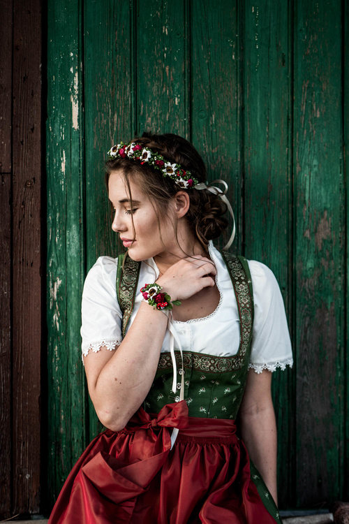 Trachtenkollektion_WeAreFlowergirls_Flowercrown_web-1020394.jpg