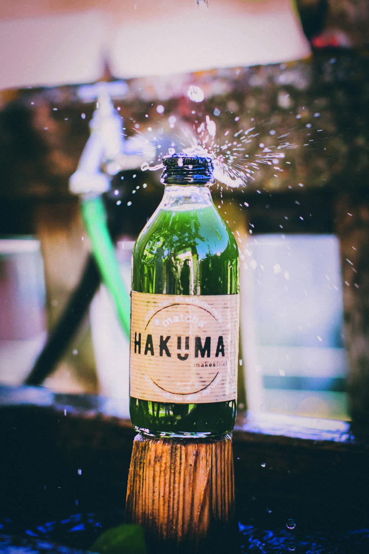 HAKUMA_Pressefotos_FlascheaufHolz_Fotocredits_Hakuma.jpg