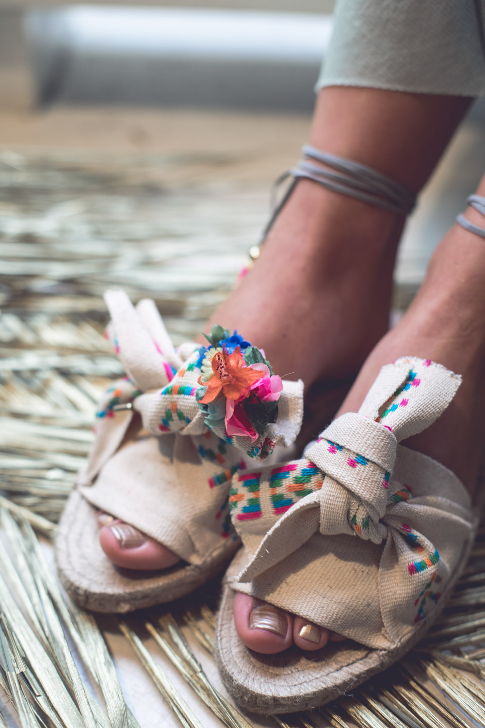 We-Are-Flowergirls_Midsummer-Shooting_Espadrilles_Ibiza_2.jpg