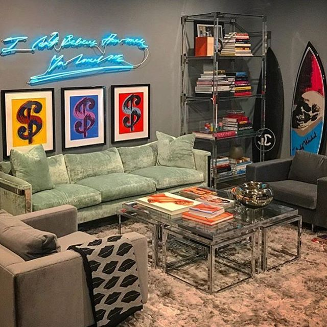 Sunday morning inspo..... A perfectly executed living room with Pop Art ✨