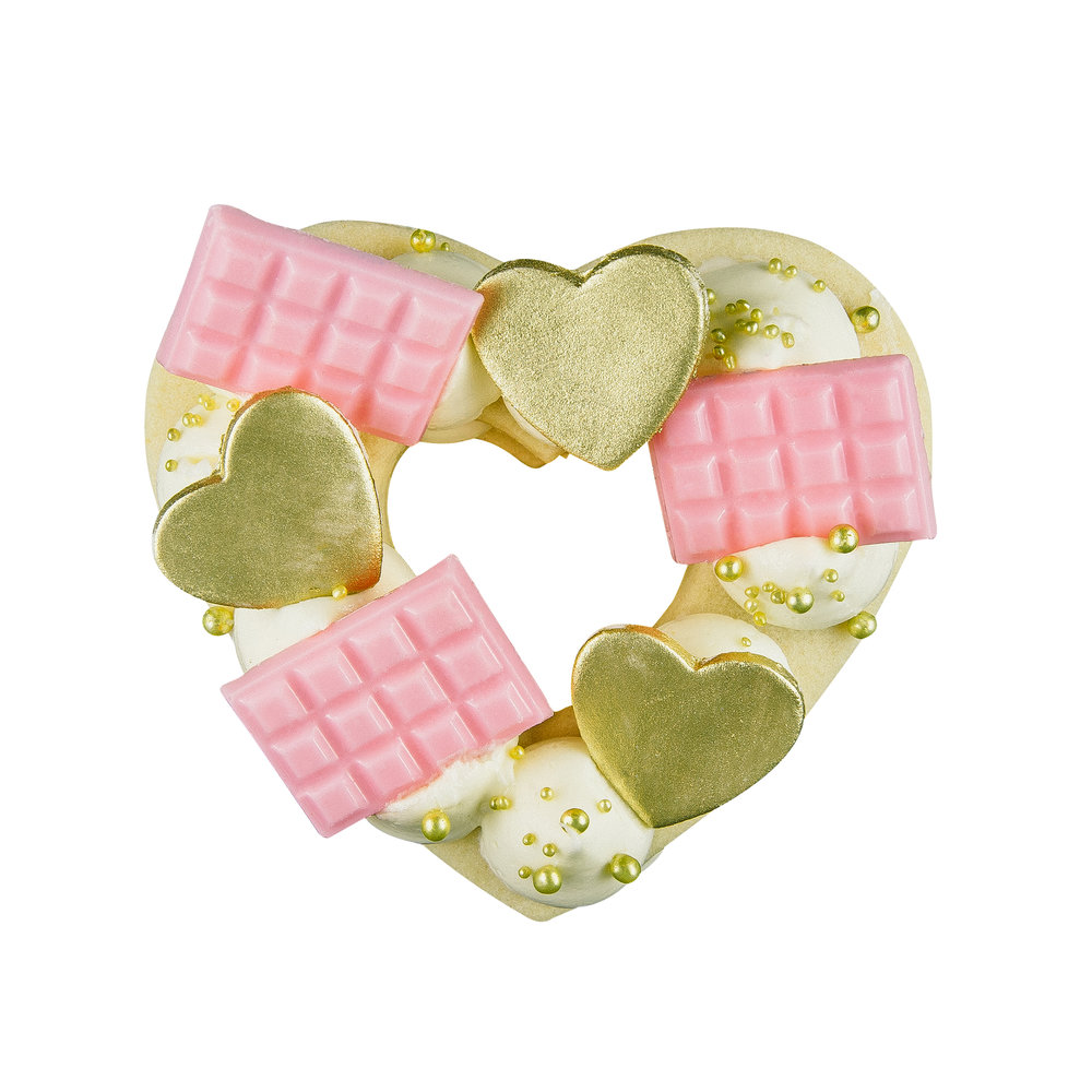 PINK MINI HEART COOKIE CAKE - SERVES 1-2 PEOPLEALMOND COOKIE + CREAM CHEESE WHIP+ MINI PINK CHOCOLATE BARS + GOLD FONDANT HEARTS + SPRINKLES
