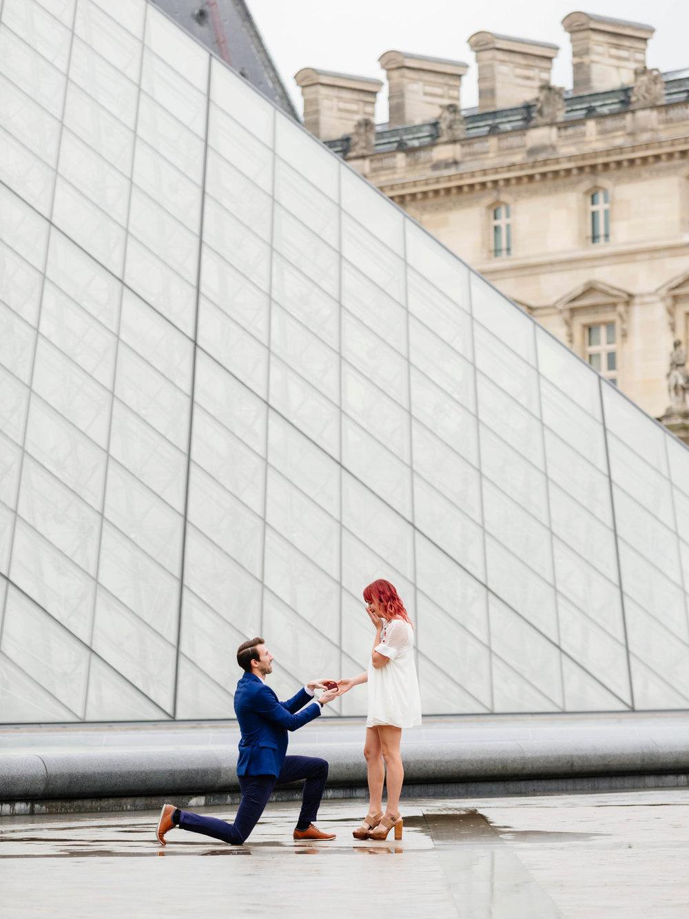 Blog_Vertical Photos_paris engagement.jpg
