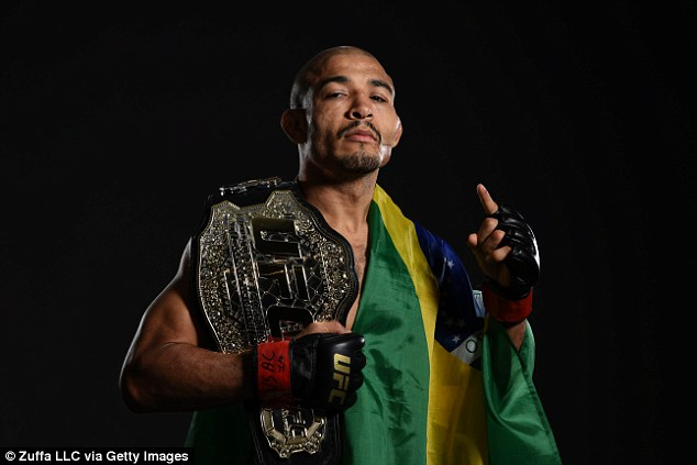 Aldo posing with his UFC Featherweight title and Brazilian flag / IMG Source:http://bit.ly/2xbQBhJ