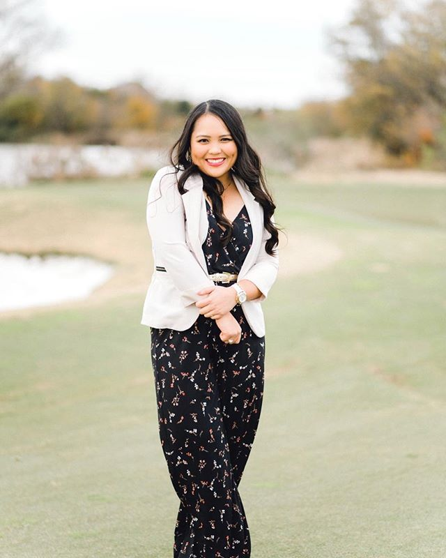 This golf girl is graduating! I've known this girl for what seems like a lifetime & now she is graduating. We had to take some photos at the Aggie Golf practice facility to commemorate ALL the time she put in there. I love photographing my Aggie seniors 💛