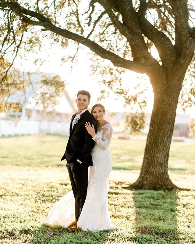 NOT TO BE DRAMATIC - but I truly spent most of 2018 thinking about Kelsey & Eric's wedding day. I cried about 15 times yesterday! I can't tell you how much I love my couples ESPECIALLY THESE GORGEOUS HUMANS! I really do mean it when I say my clients are more than just clients we become family.  Kels & Eric, thank you for being AMAZING. I adore you both!  Swipe to see Eric get some air 😂