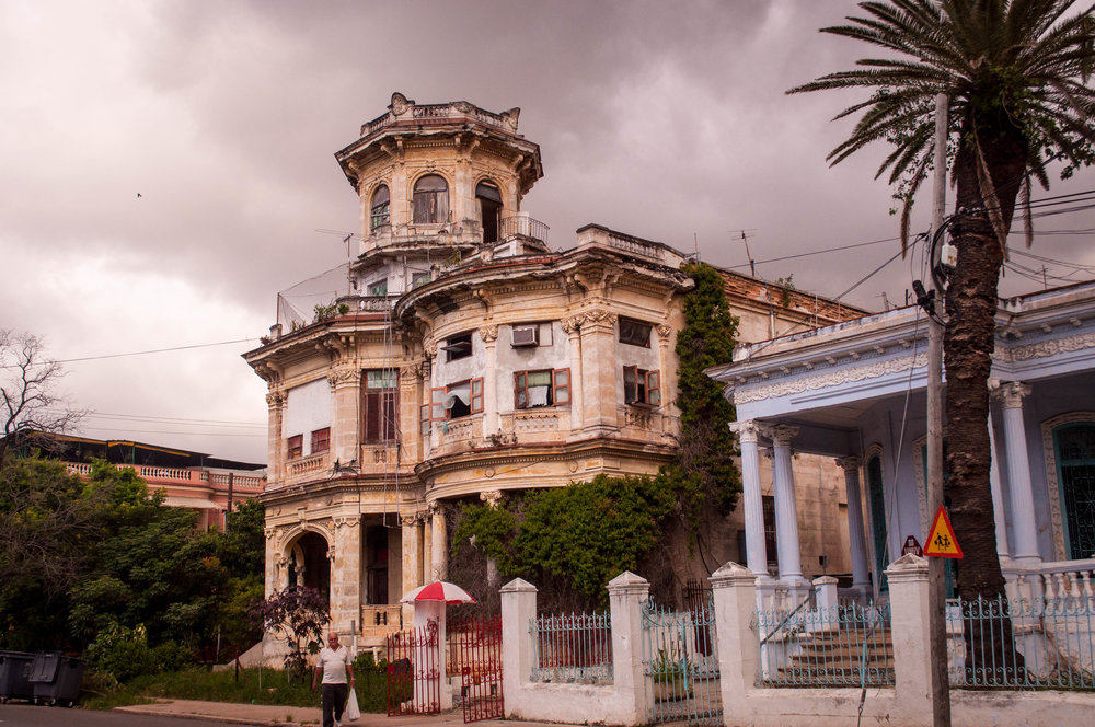 Decaying colonial building in La Havana, Cuba