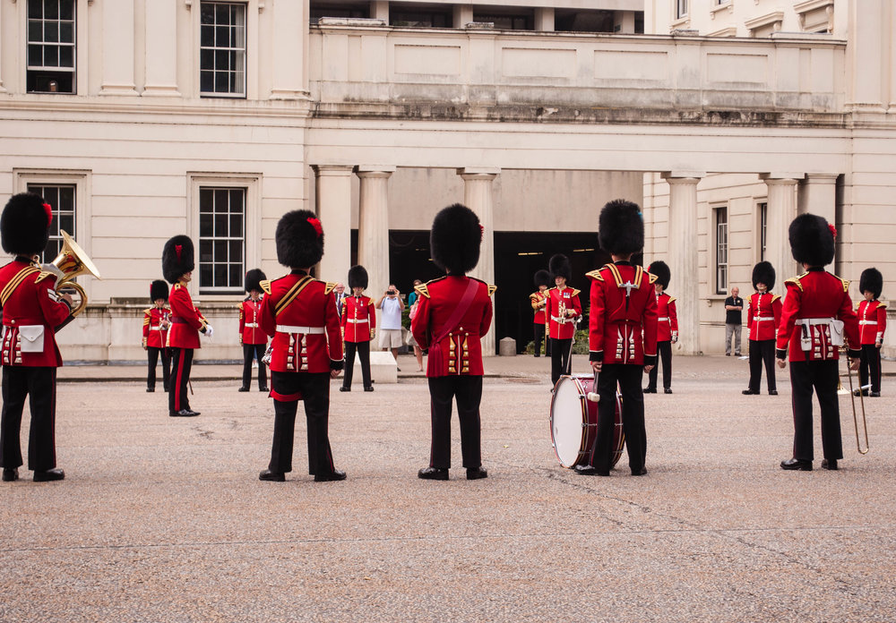 Guard changing in the Buckingham Palace. This landmark can be seeing during a long layover in London (UK)