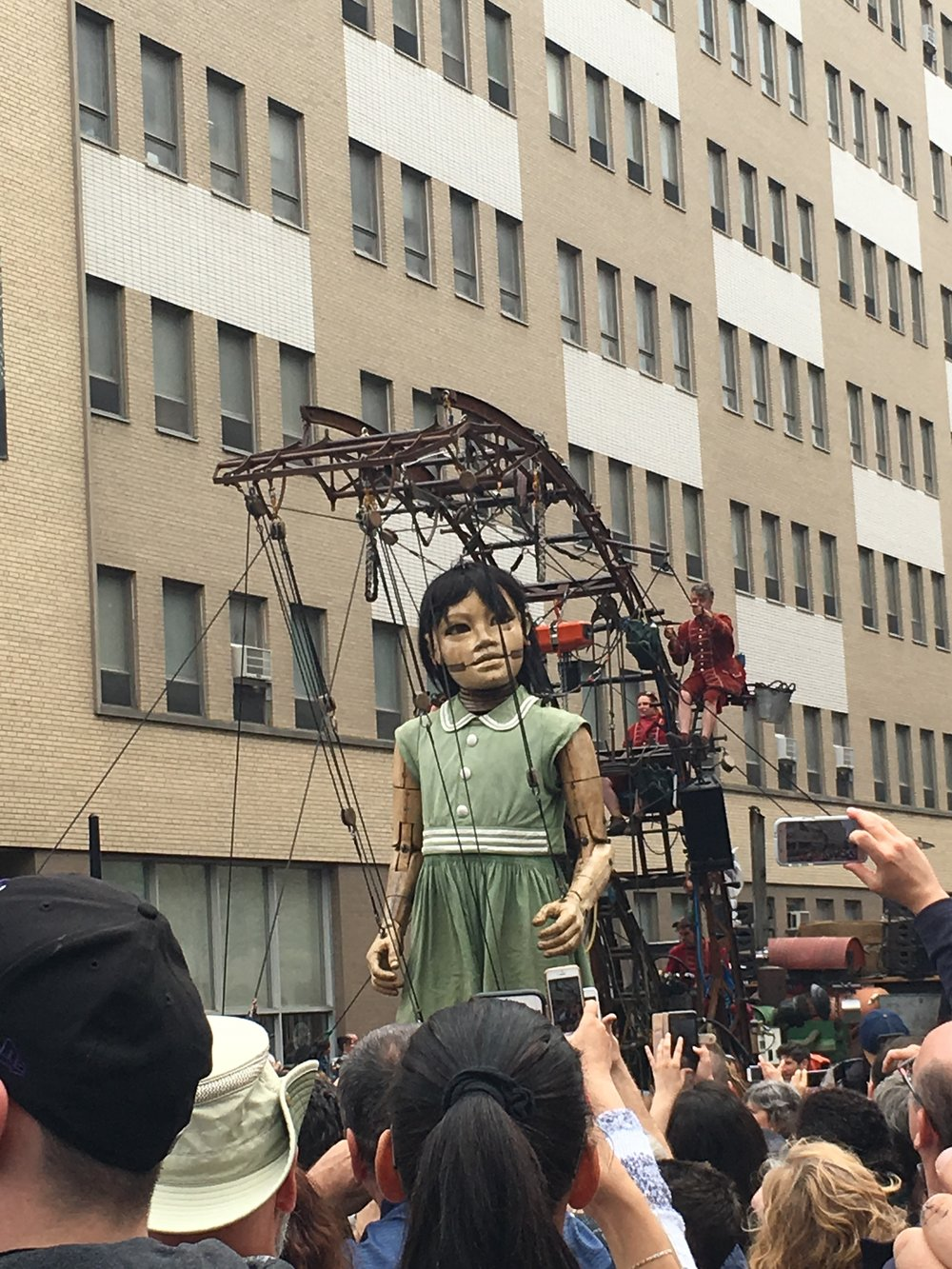 Giants parading in the streets of Montreal for its 375th