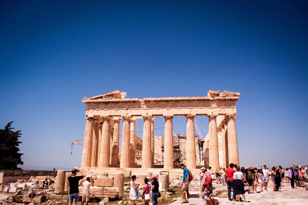 The Parthenon with a  lot of tourists. Discover itineraries in the Greece and in the Europe