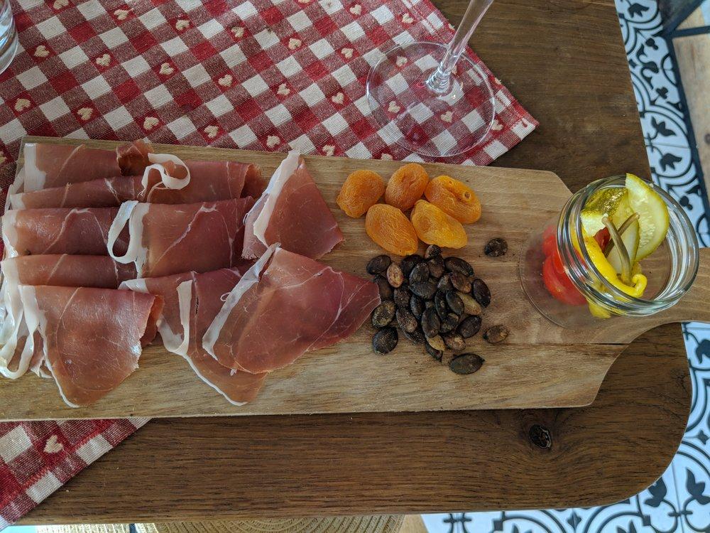 Slovenska Hisa a stop at the Food tour Ljubljana - a review of Bitemojo