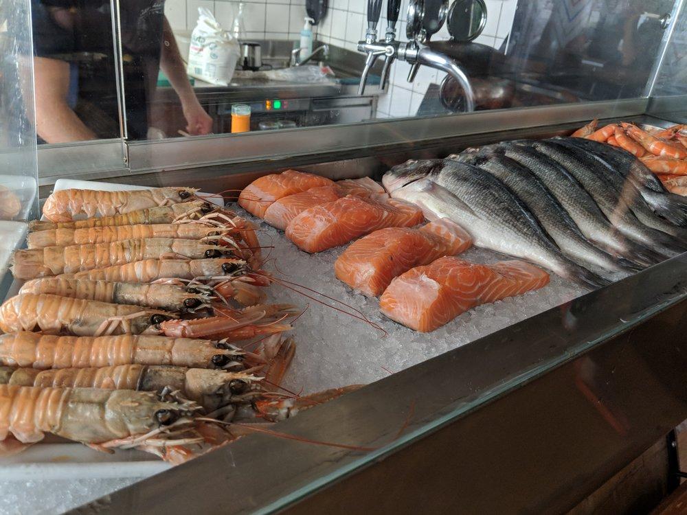 Vino & Ribe a stop at the Food tour Ljubljana - a review of Bitemojo