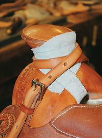 Mule-hide wrapped horn and rope strap