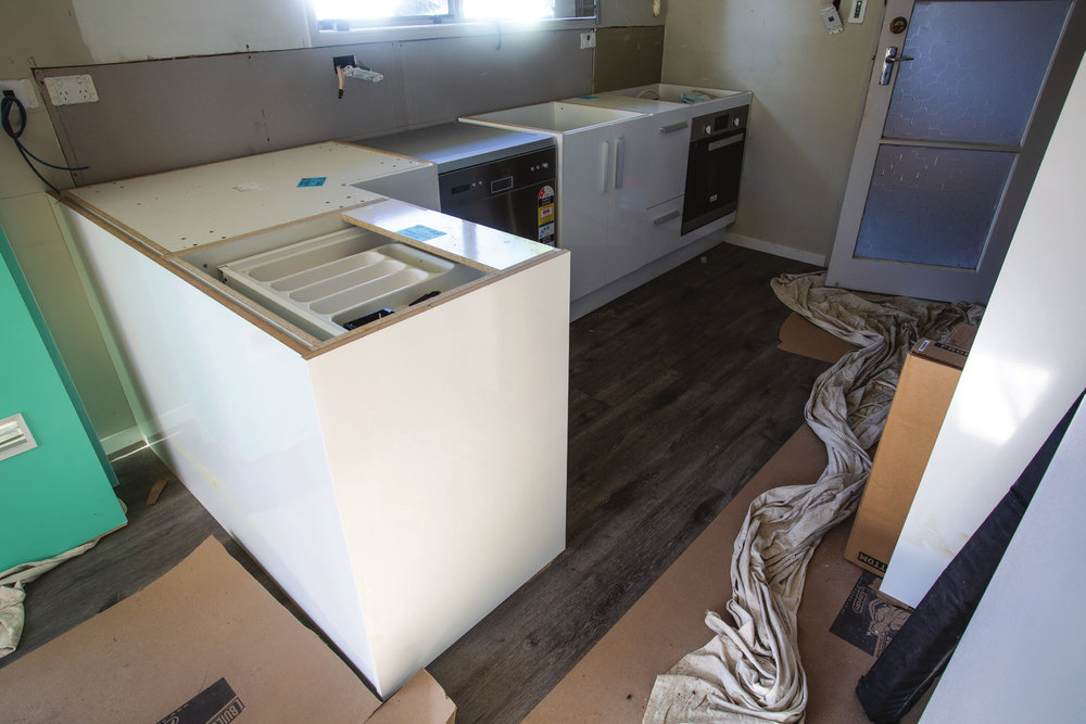 Shed_079_20180611_Installing-a-Kitchen-013.jpg
