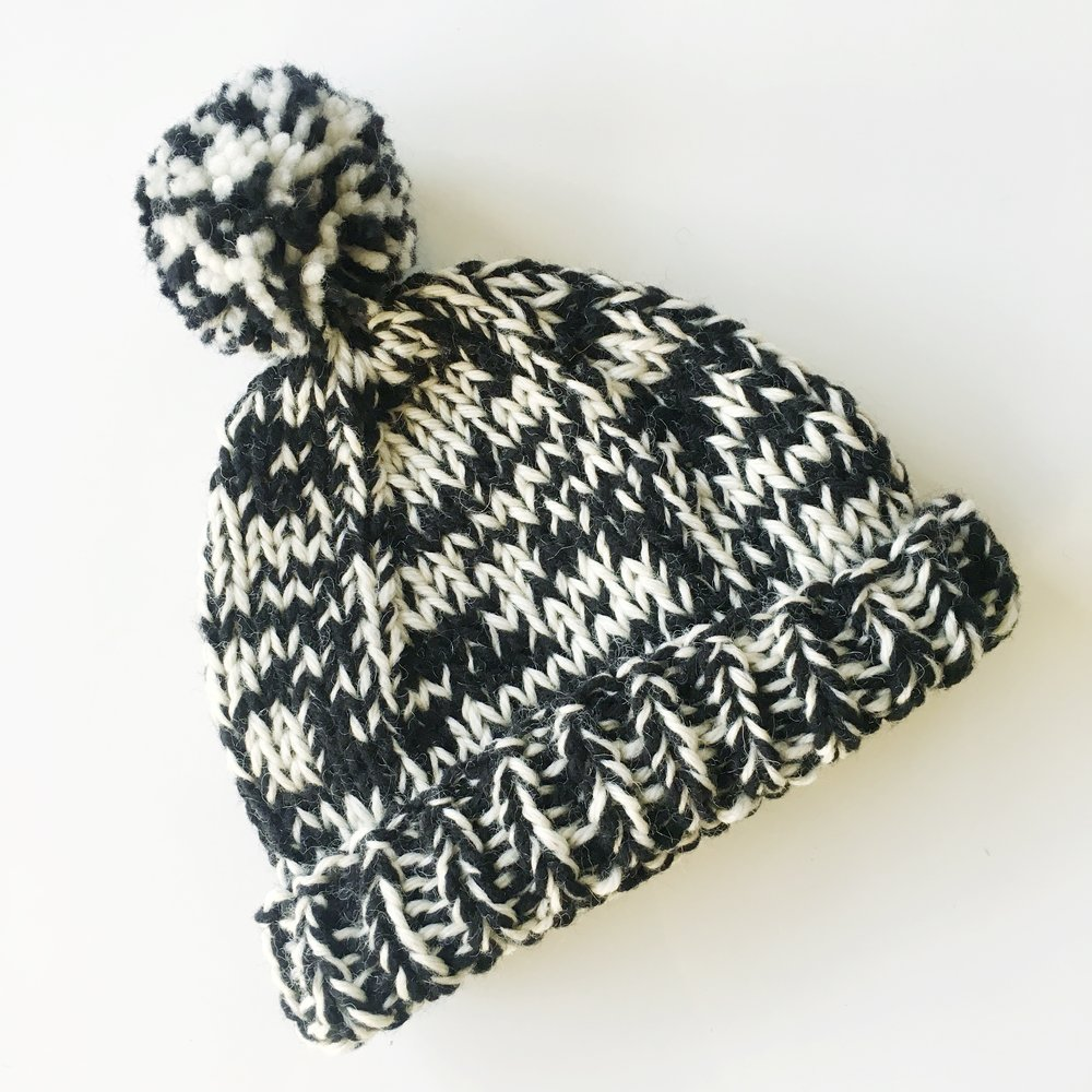elisemade basic two tone hat in black/white with pompom