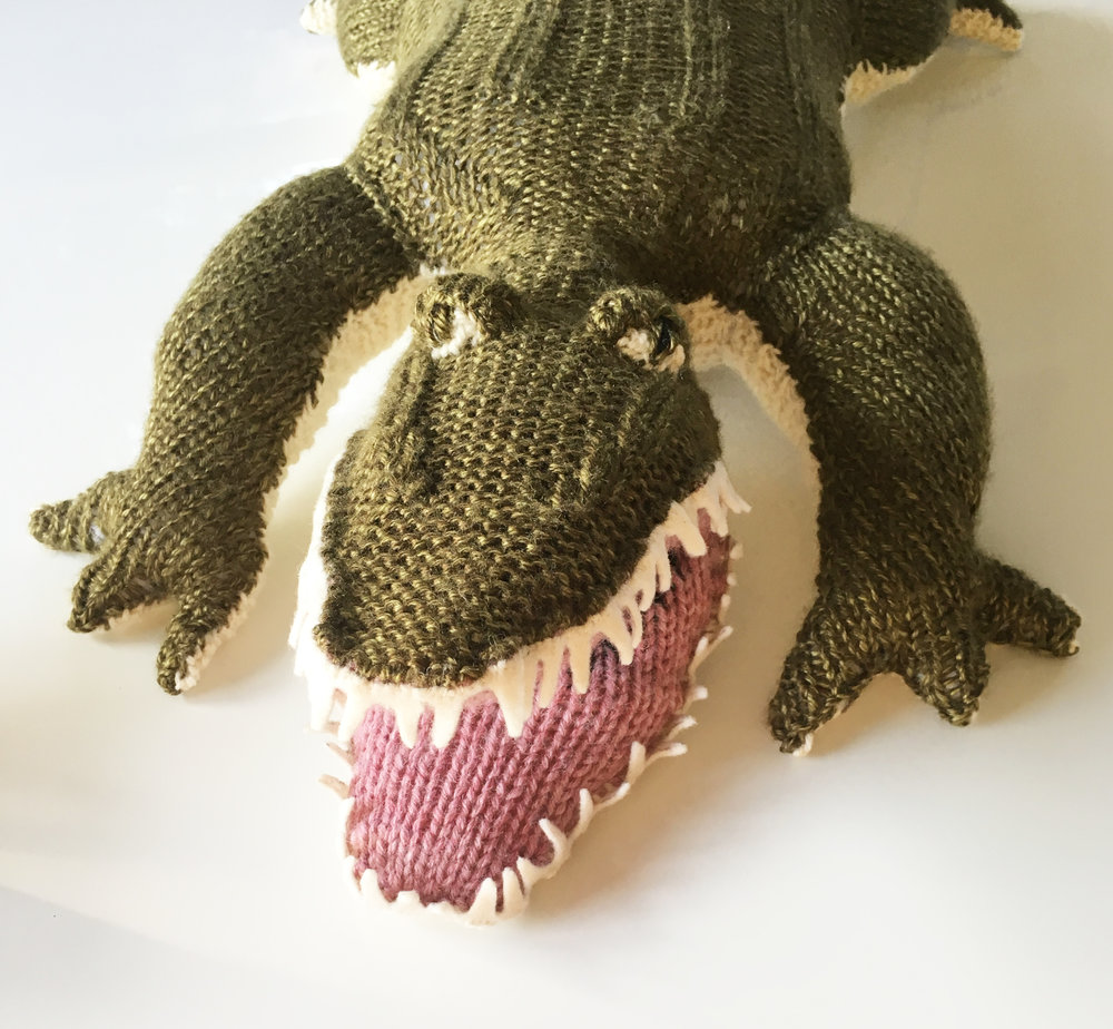 knit alligator by elisemade