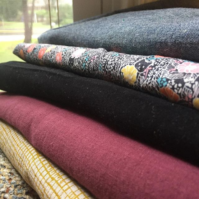 I'm sewing today! It feels like it's been ages since that happened. I'm talking about this lovely stack of fabrics in my stories if you want to sneak a peek 😊  All of them are from @imaginegnats!