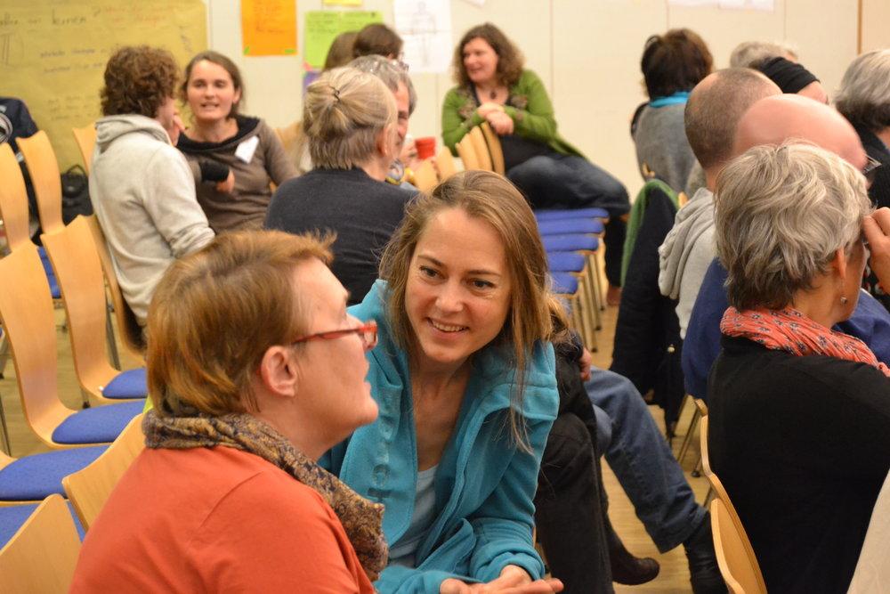Die offene Gesprächskultur der Utopianale hilft gleichgesinnte Menschen zu treffen.  Foto: Lea König