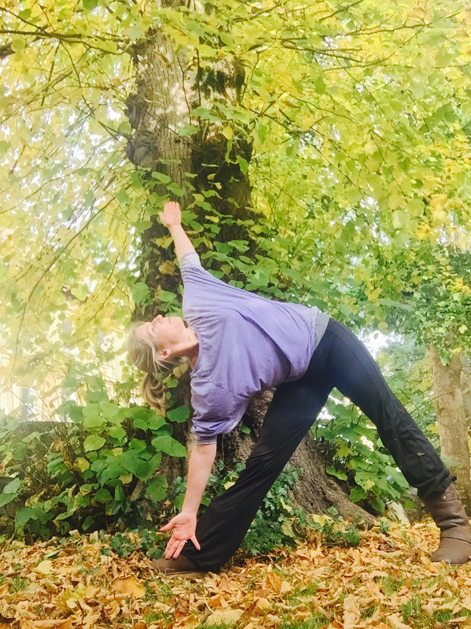 Online yoga for mums. Classes & private sessions in Westbury Park, Redland, Henleaze, Bristol. Yoga for mums, beginners, weight loss, fitness, pregnancy & postnatal mums.