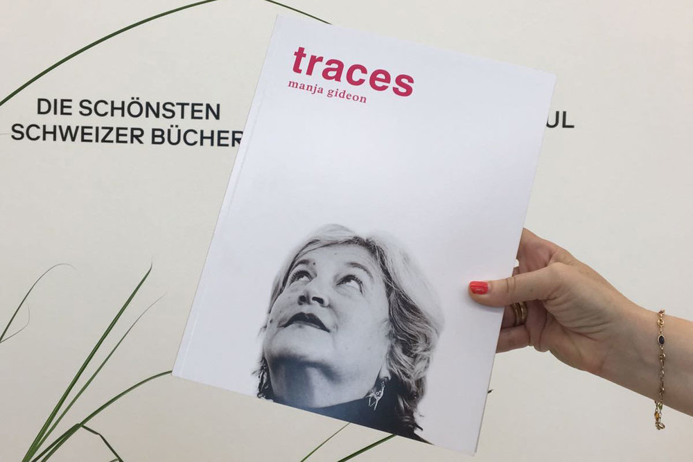 "....""traces"" ist in dt. und engl. Sprache über die Stiftung erhältlich. Bei Interesse wenden Sie sich an  info@manja-gideon-foundation.org  ..""Traces"" is available in German and English. If you are interested, please contact the foundation under  info@manja-gideon-foundation.org  ...."