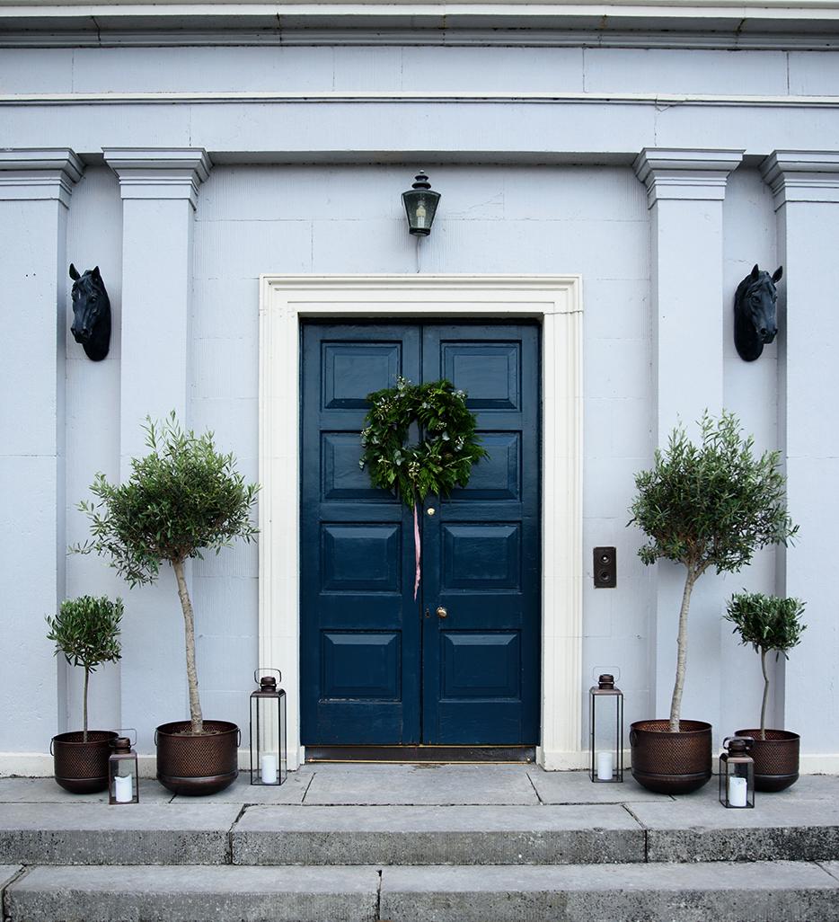 BHH-Christmas_Manor-House_WEB.png
