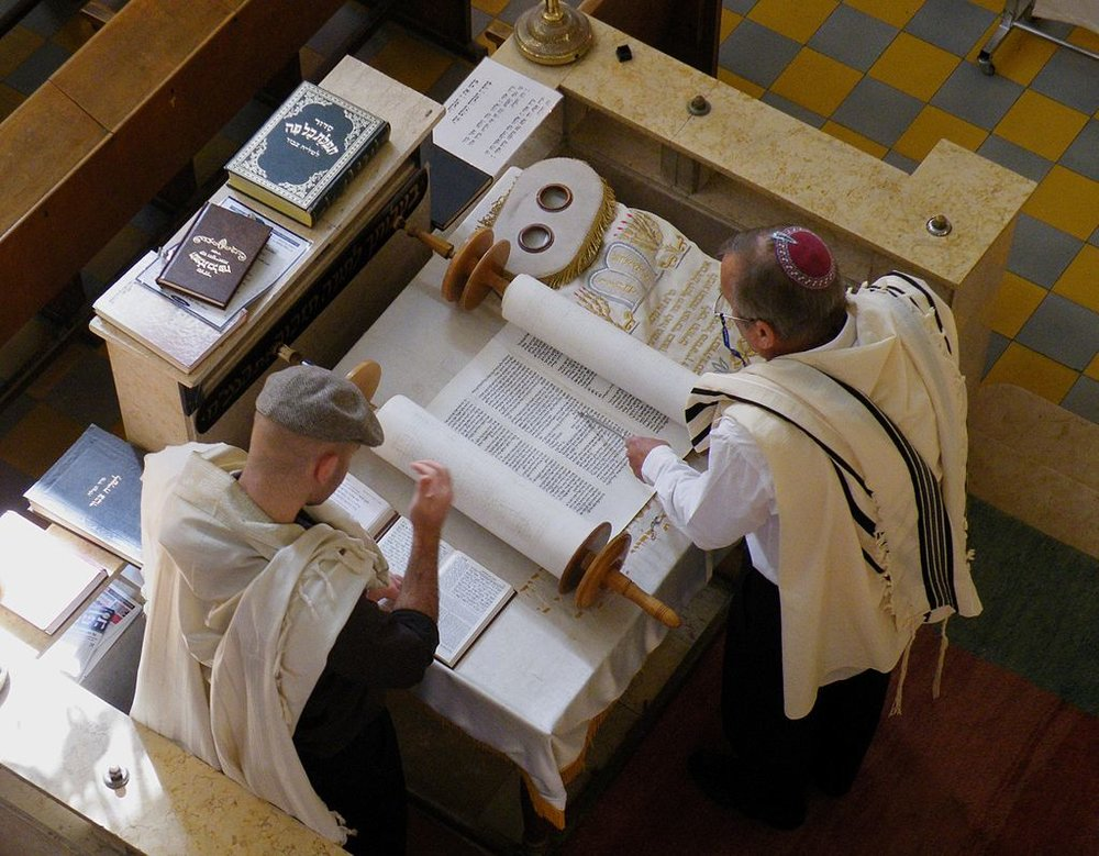 Reading of the Torah, Aish Synagogue, Tel Aviv, Israel by Roy Lindman ( source )