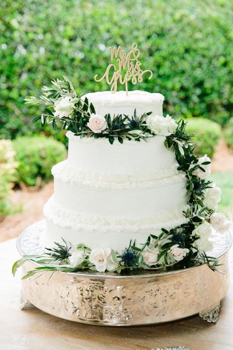 lowcountry-kitchen-catering-beaufort-sc-ben-and-margaret-gross-wedding-wedding-cake.jpeg