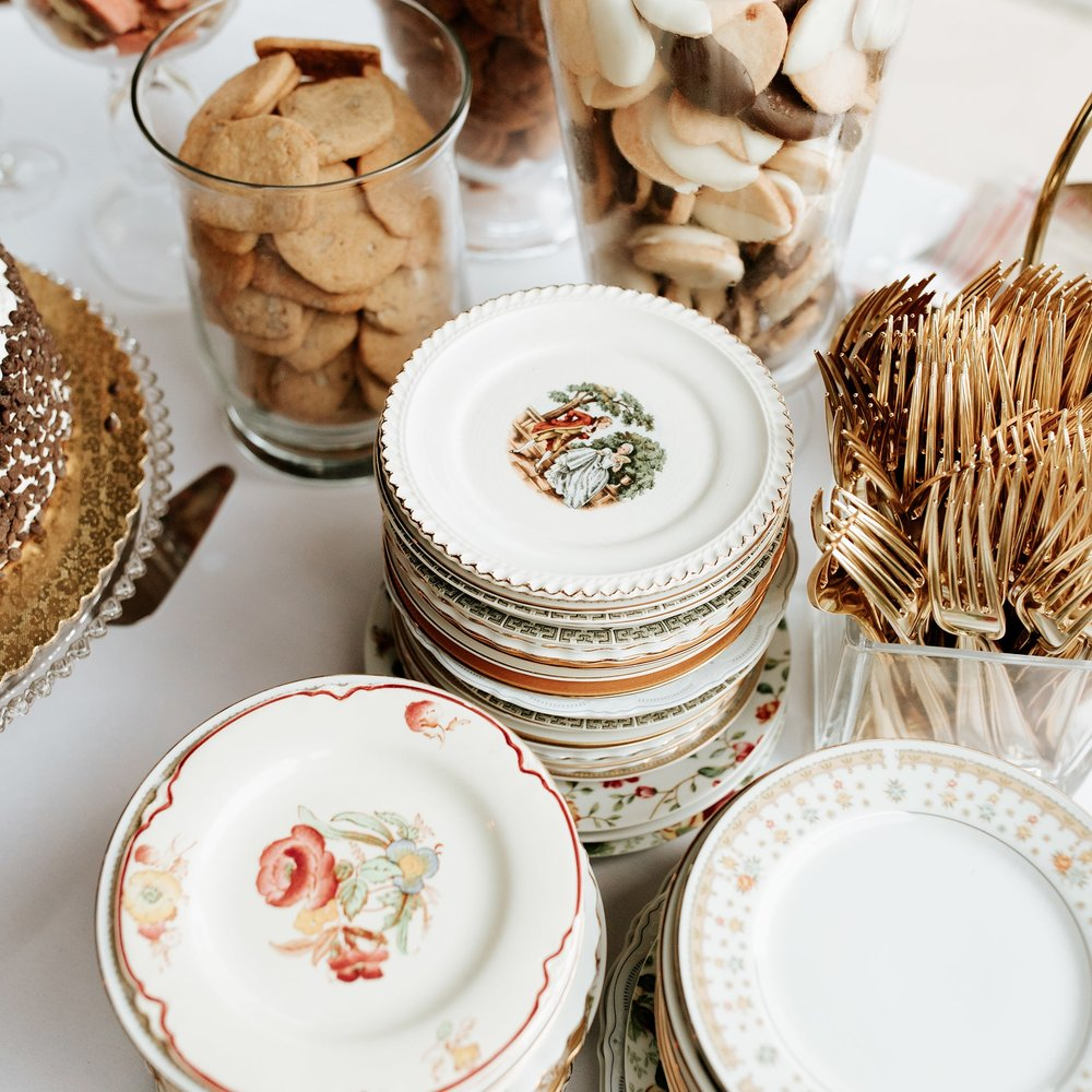 lowcountry-kitchen-catering-beaufort-sc-mary-grace-and-judd-kennedy-wedding-ceremony-dessert-plates-min.jpg