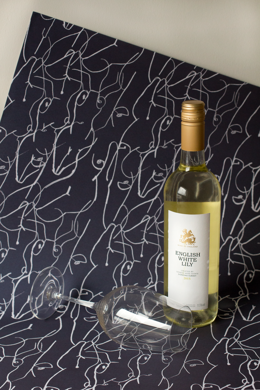Bottle-Bitches-Wine-Review-of-English-White-Lily-2015-White-Wine.png