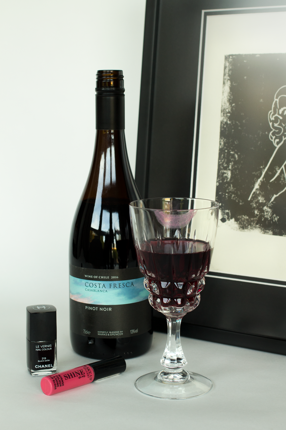 Wine-Review-by-Bottle-Bitches-of-Costa-Fresca-Chile-Pinot-Noir.png