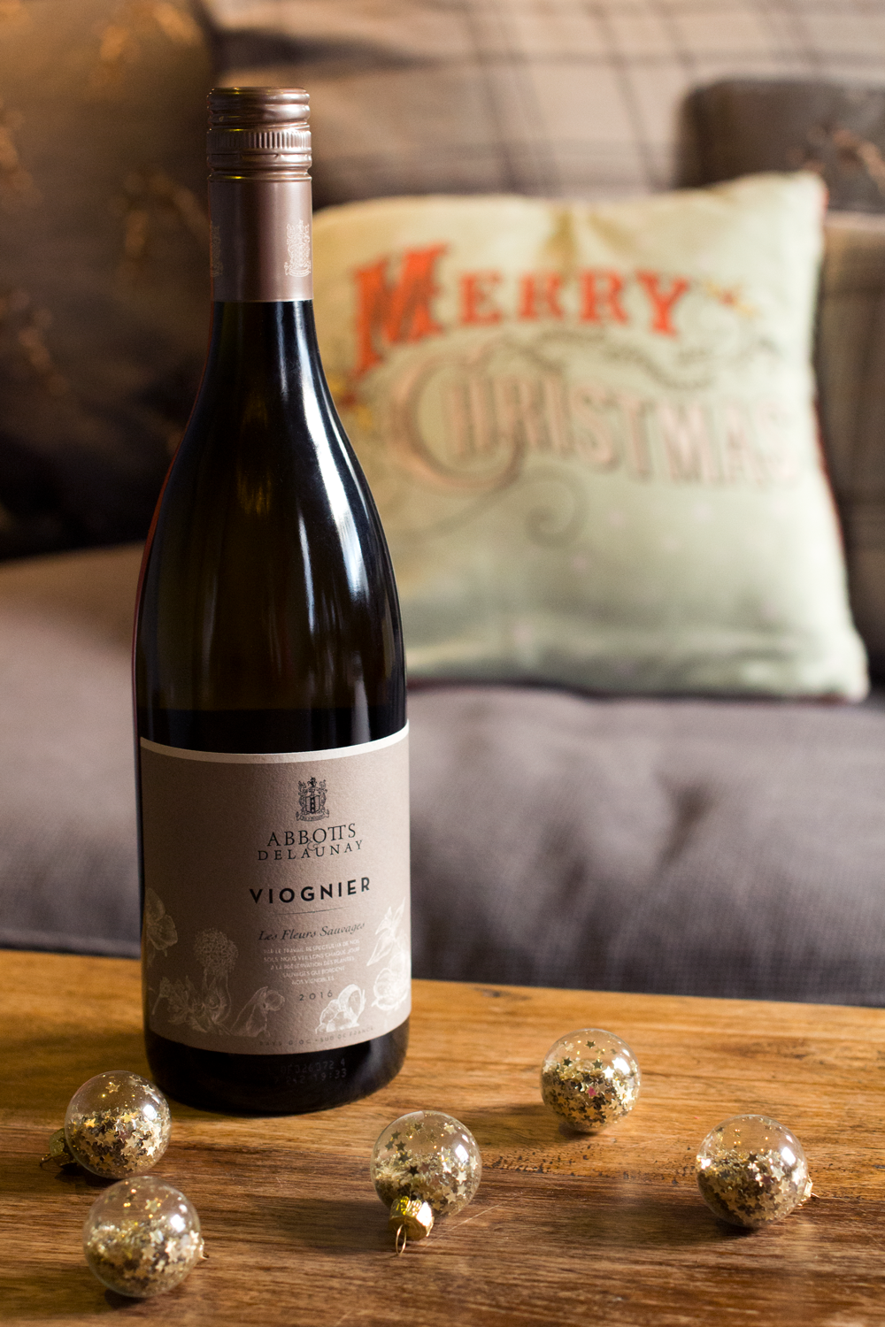 Bottle-Bitches-Abbotts-&-Delaunay-Viognier-2015-Wine-Review.png