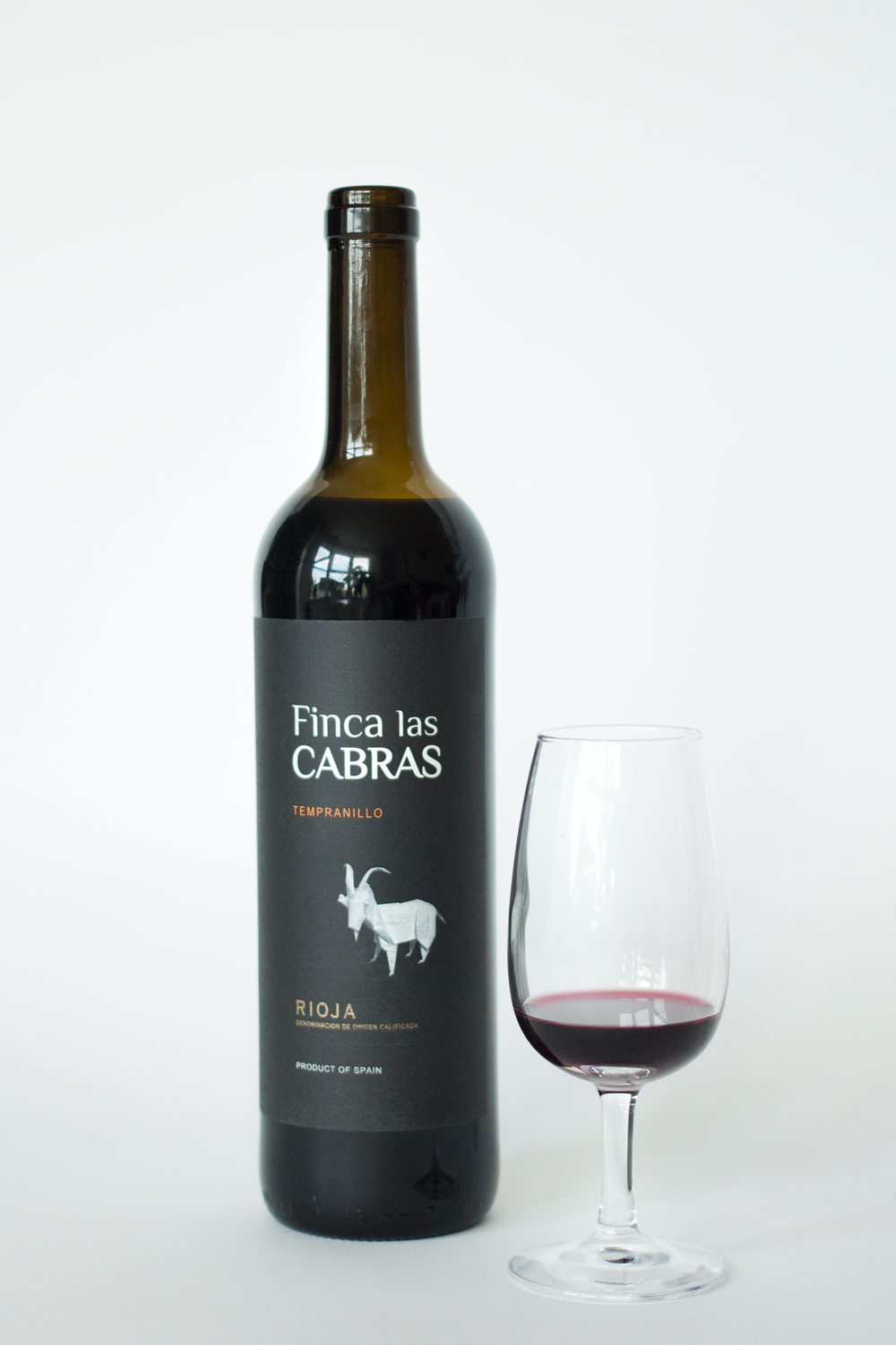 wine-review-of-Fincas-Las-Cabras-Tempranillo-Rioja-by-Bottle-Bitches.png