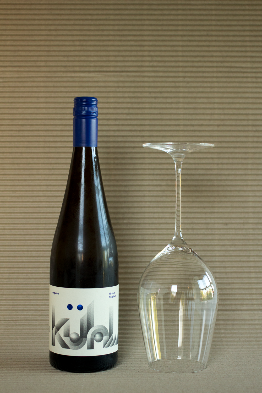 Bottle-Bitches-white-wine-review-of-Kuhl-Longview-Gruner-Veltliner-2017.png