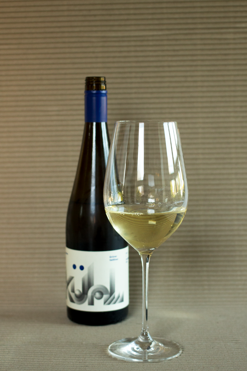 white-wine-review-of-Kuhl-Longview-Gruner-Veltliner-2017-by-Bottle-Bitches.png