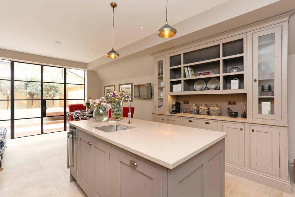 Eat-in kitchen (4).jpg
