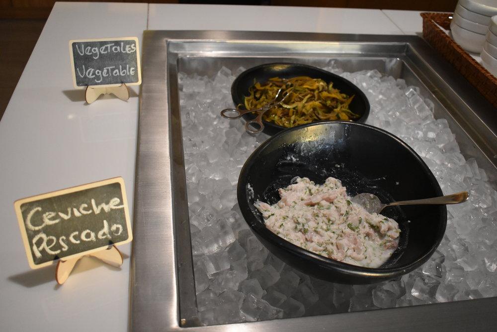 Ceviche de Pescado e também opções veganas para os hóspedes.