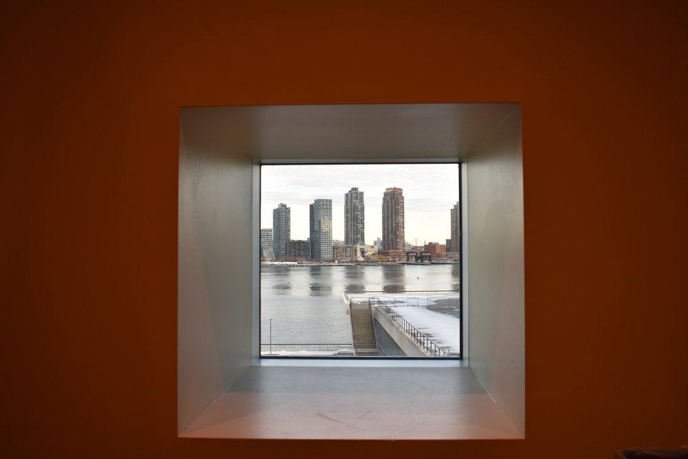 Parece um quadro mas é uma janela da Sede da ONU