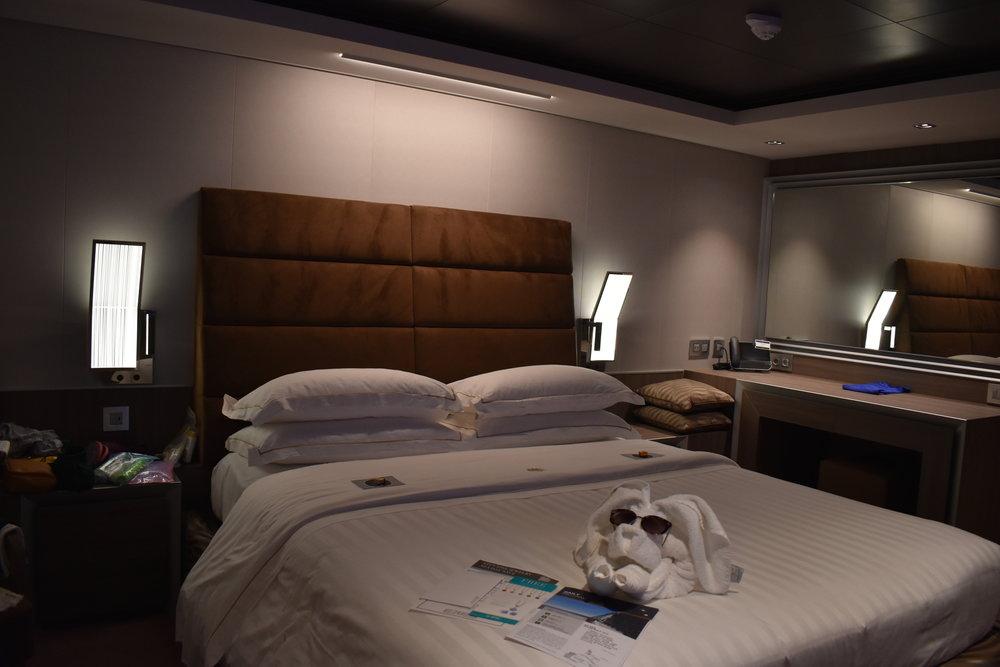 O quarto com o jornalzinho diário e uma toalha com um cachorrinho =)
