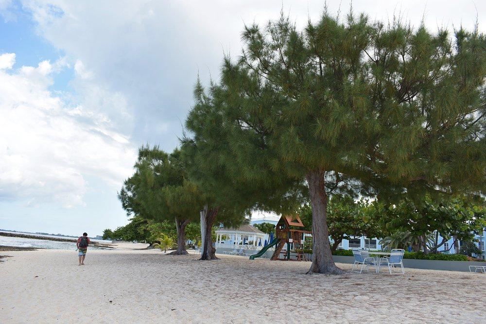 Caminho para o Royal Beach Club, andamos pela areia da praia