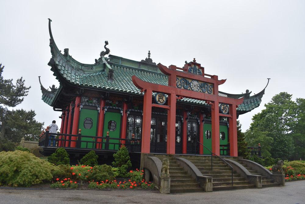 A Casa de Chá fica nos jardins da casa, perto do mar